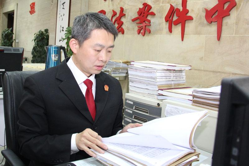 """扎根诉讼服务窗口十年的""""老山参"""" 记省高级人民法院诉讼服务中心副主任 李舒宇"""
